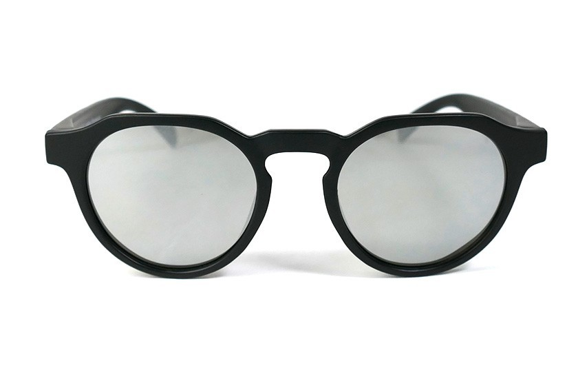 Black - Silver glasses - Black