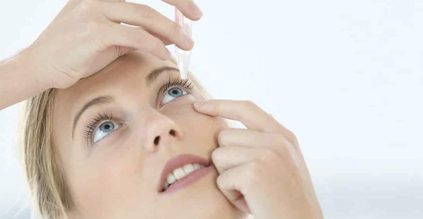 Quels sont les bons réflexes à avoir lorsque j'ai un corps étranger dans l'œil ?